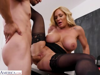 Mature Woman Faith Gets her Pussy Filled with Cum by Bambino iceporn big ass big tits blonde